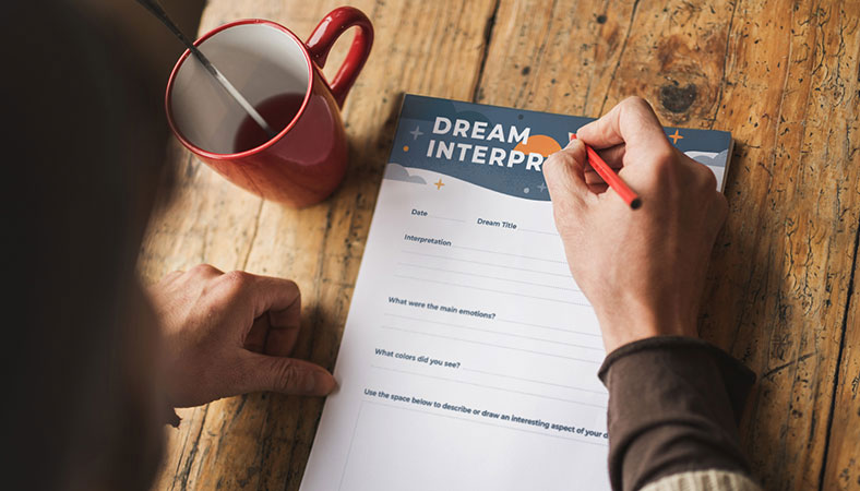 Person-interpreting-their-dreams_